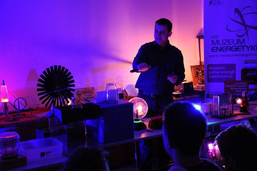 Fizyczne Fascynacje – Zerkanie czyli natury światła podglądanie