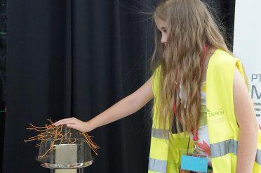 Fizyczne Fascynacje: Elektrostatyka – sprawdź co z niej wynika